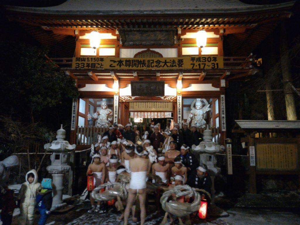 氷点下でもふんどし一丁。円覚寺の裸参り産土講(おぼつなこ)です。